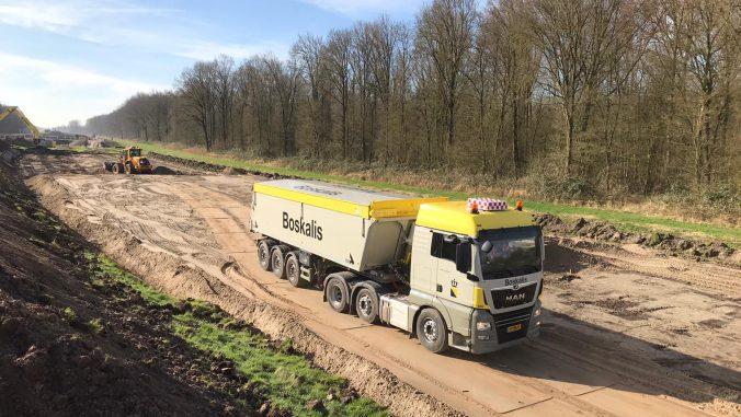 vrachtwagen op Drontermeerdijk